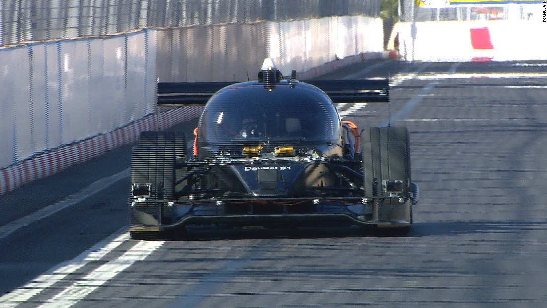 Driverless 'Roborace' car makes street track debut