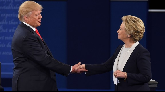 US Democratic presidential candidate Hillary Clinton (R) and US Republican presidential candidate Donald Trump shake hands at the end of the second presidential debate at Washington University in St. Louis, Missouri, on October 9, 2016. / AFP / Robyn Beck        (Photo credit should read ROBYN BECK/AFP/Getty Images)