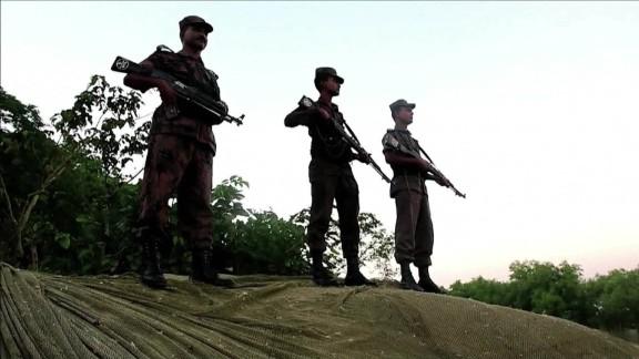 Rohingyas Flee Myanmar_00023402.jpg