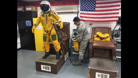 U2 pilots wear flight suits and helmets similar to those worn by astronauts.