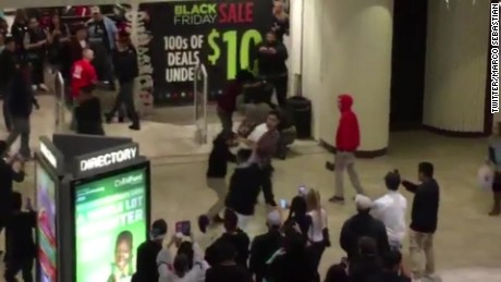 breaks out at mall during Black Friday shopping_00002001