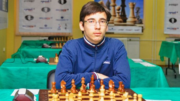 Yuri Eliseev, a Russian chess champion, has died in Moscow after an accident while reportedly practicing parkour.