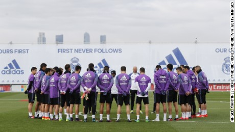 MADRID, SPAIN - NOVEMBER 29: Players of Real Madrid hold a minute's silence for the victims of the plane crash involving the Brazilian club Chapecoense before a training session at Valdebebas training ground on November 29, 2016 in Madrid, Spain. (Photo by Angel Martinez/Real Madrid via Getty Images)