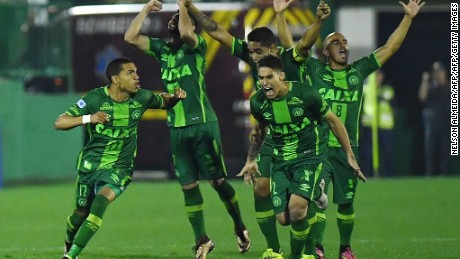 Players of Brazil's Chapecoense celebrate after defeating Argentina's Independiente in a penalty shoot-out during their Sudamericana Cup match at the Arena Conda stadium, in Chapeco, Brazil, on September 28, 2016. / AFP / NELSON ALMEIDA        (Photo credit should read NELSON ALMEIDA/AFP/Getty Images)