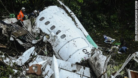 Rescue teams work in the recovery of the bodies of victims of the LAMIA airlines charter that crashed in the mountains of Cerro Gordo, municipality of La Union, Colombia, on November 29, 2016 carrying members of the Brazilian football team Chapecoense Real. A charter plane carrying the Brazilian football team crashed in the mountains in Colombia late Monday, killing as many as 75 people, officials said. / AFP / STR / RAUL ARBOLEDA        (Photo credit should read RAUL ARBOLEDA/AFP/Getty Images)