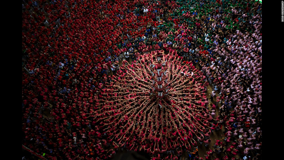 <strong>October 2:</strong> People form a human tower during an annual competition in Tarragona, Spain.