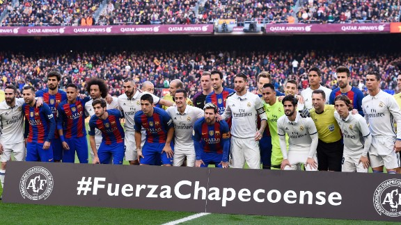 Barcelona and Real Madrid players unite to observe a minute of silence to remember the victims of the Chapecoense football team before El Clasico.