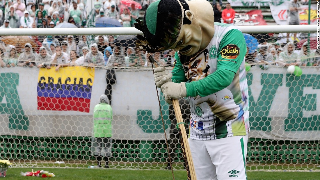 The official mascot of the Chapecoense team was among the mourners.