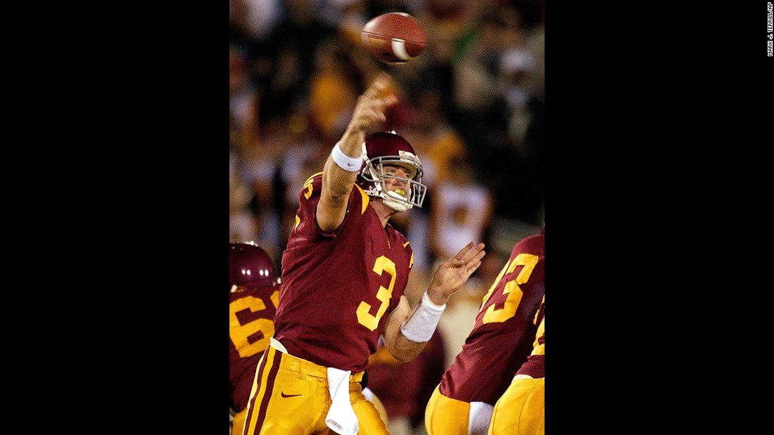 University of Southern California quarterback Carson Palmer makes a pass during a game against Notre Dame in Los Angeles on November 30, 2002.