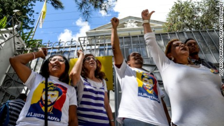 Opposition activists in Venezuela shout slogans demanding that the leftist government of Nicolas Maduro order the release of political prisoners, outside the Nunciature in Caracas, on December 6, 2016. / AFP / FEDERICO PARRA        (Photo credit should read FEDERICO PARRA/AFP/Getty Images)