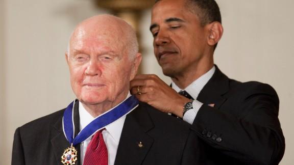 John Glenn, former Marine Corps pilot, astronaut and U.S. Senator, left, receives the Presidential Medal of Freedom from U.S. President Barack Obama at the White House in Washington, D.C., U.S., on Tuesday, May 29, 2012. The Medal of Freedom is the nation