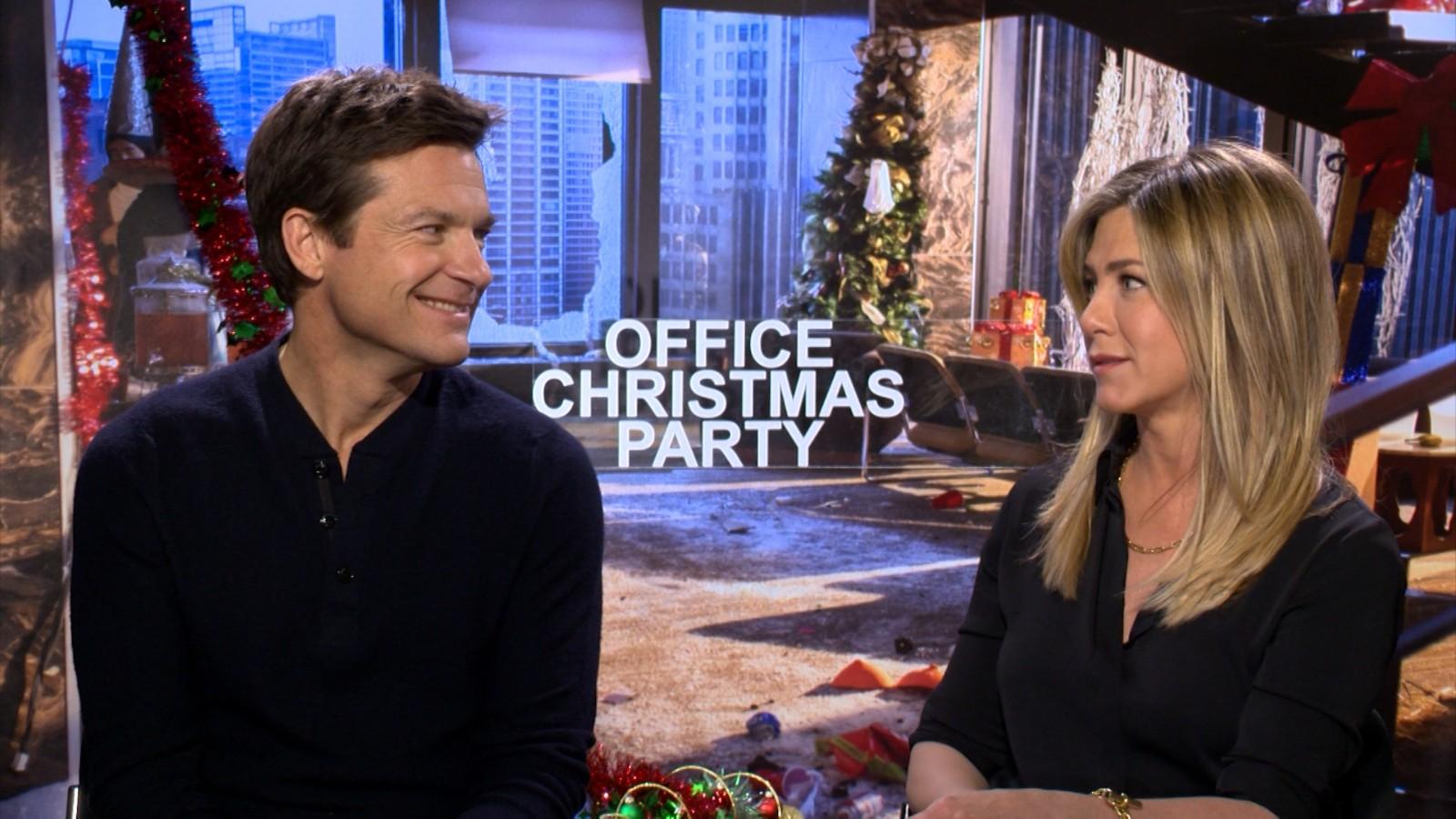 Jennifer Aniston and Jason Bateman on \'Office Christmas Party\' - CNN