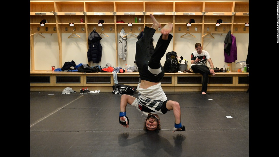 Lando Vannata warms up in the locker room before his UFC bout in Toronto on Saturday, December 10.
