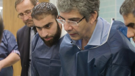 David Nott works with surgeons in his course in Gaziantep, Turkey.