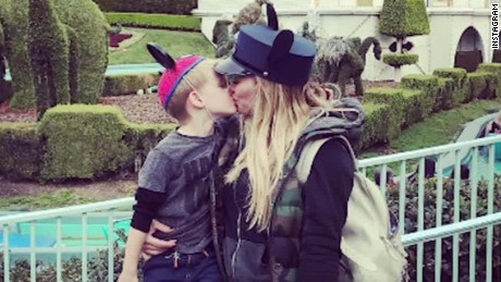 Hilary Duff kissing child controversy _00002421