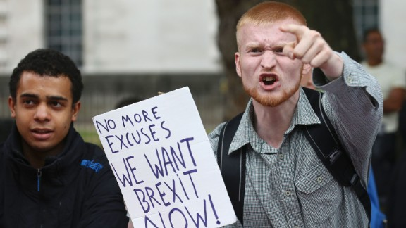 TOPSHOT - A man carrying an anti-EU pro-Brexit placard shouts in a counter protest against pro-Europe marchers on a March for Europe demonstration against the Brexit vote in Parliament Square in central London on September 3, 2016. Thousands marched in central London to Parliament Square in a pro-Europe rally against the referendum vote to leave the European Union. / AFP / JUSTIN TALLIS        (Photo credit should read JUSTIN TALLIS/AFP/Getty Images)