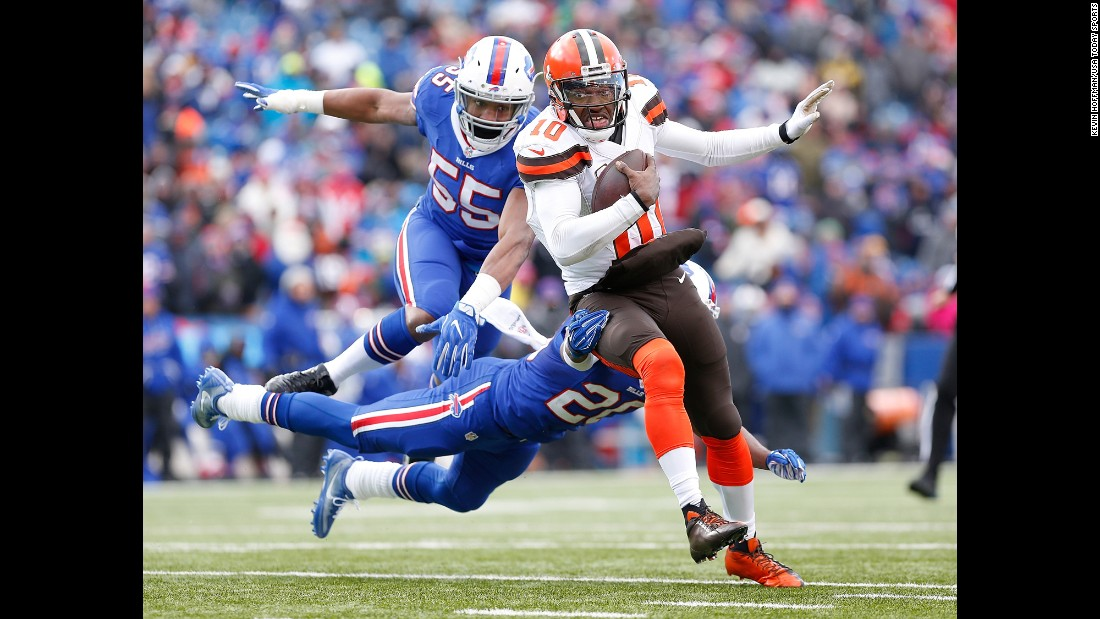 Cleveland quarterback Robert Griffin III runs for a second-half touchdown during an NFL game at Buffalo on Sunday, December 18. Cleveland still lost 33-13, however, and fell to 0-14 on the season.