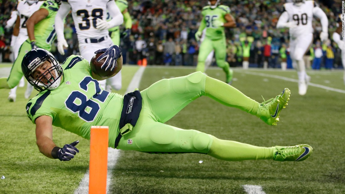 Seattle tight end Luke Willson scores a touchdown during the Seahawks' 24-3 win over Los Angeles on Thursday, December 15. The Seahawks clinched the NFC West with the victory.