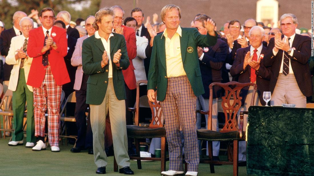 Jack Nicklaus receives the green jacket from Bernhard Langer at the 1986 Masters.