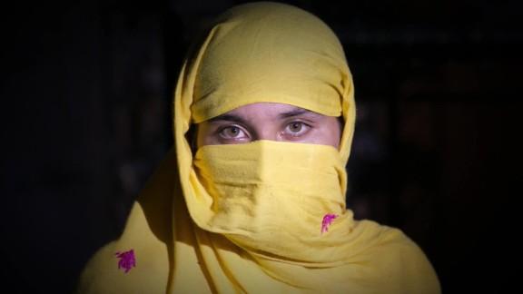 pakistan honor killing womans shelter field pkg_00013623.jpg