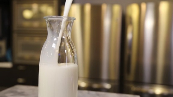 Nutritionists recommend drinking milk after working out.