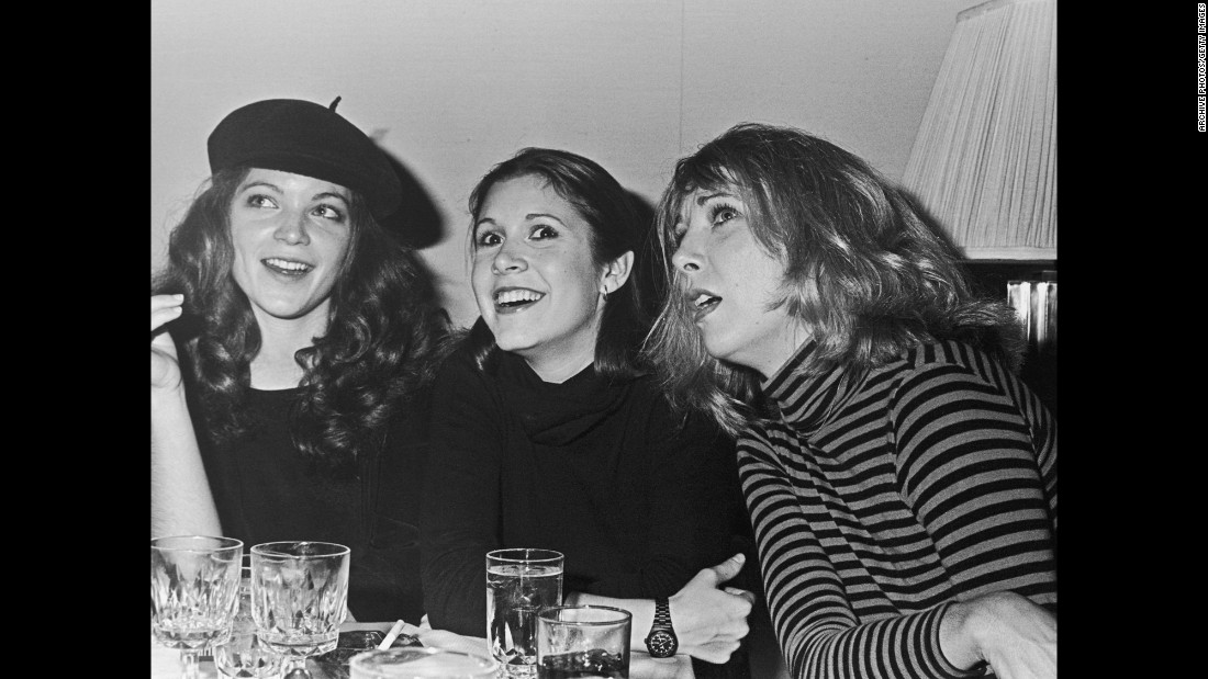Fisher with fellow actresses Amy Irving, left, and Teri Garr in 1978.