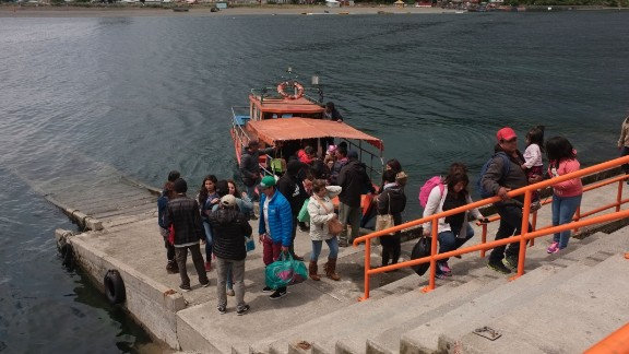 People are evacuated from Tenglo Island off the city of Puerto Montt along the Pacific coast in southern Chile due to a tsunami alert after a 7.7-magnitude earthquake on December 25, 2016.  A strong Christmas day earthquake rattled Chile on Sunday, registering 7.7 on the Moment Magnitude Scale, according to US seismologists, who warned that tsunamis were possible in some areas. No victims were reported. / AFP / Jaime Peña        (Photo credit should read JAIME PENA/AFP/Getty Images)