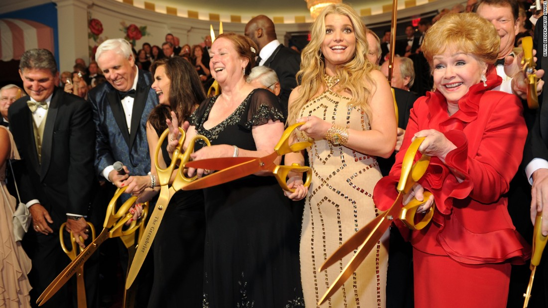 Reynolds takes part in the ribbon cutting at the opening of   of the Casino Club at The Greenbrier on July 2, 2010, in White Sulphur Springs, West Virginia, with West Virginia Gov. Joe Manchin; Greenbrier owner and chairman Jim Justice; Brooke Shields; Kathy Justice; and singer Jessica Simpson.