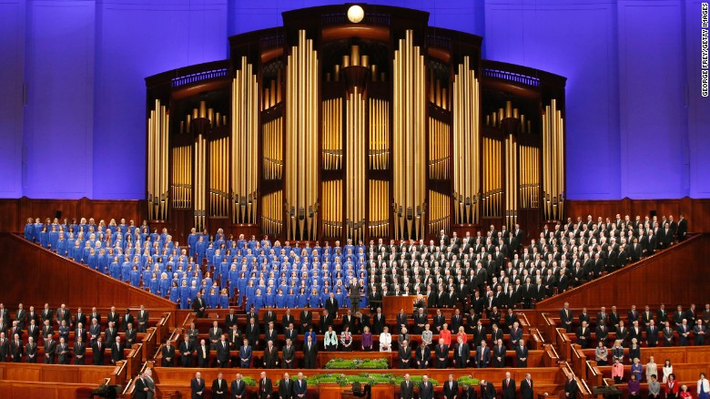 the tabernacle choir and church leaders sing at an event in 2016