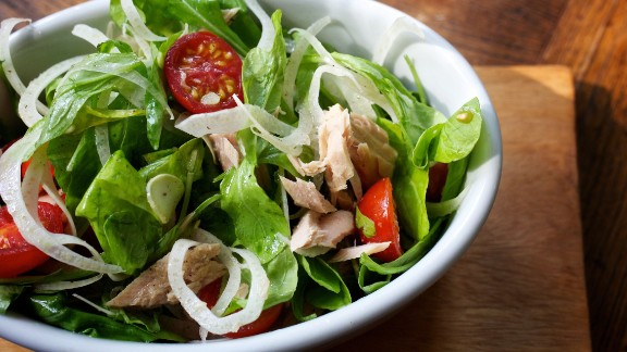 A salad made with spinach, light tuna, veggies, feta and yogurt dressing can make for a low-calorie, nutrient-rich lunch. But when your salad contains crispy chicken, bacon, cheddar and ranch dressing, you