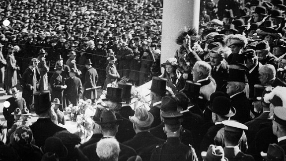 President Warren G. Harding waves to the crowd from the US Capitol