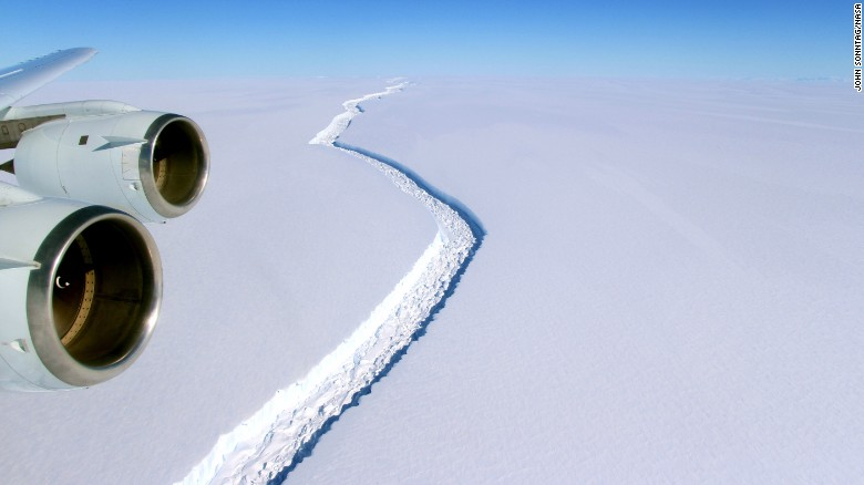 Giant iceberg due to break away