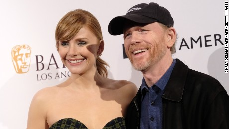 Bryce Dallas Howard and her father Ron Howard attend the BAFTA Los Angeles Tea Party at the Four Seasons hotel in Beverly Hills on January 7, 2017. / AFP / CHRIS DELMAS        (Photo credit should read CHRIS DELMAS/AFP/Getty Images)