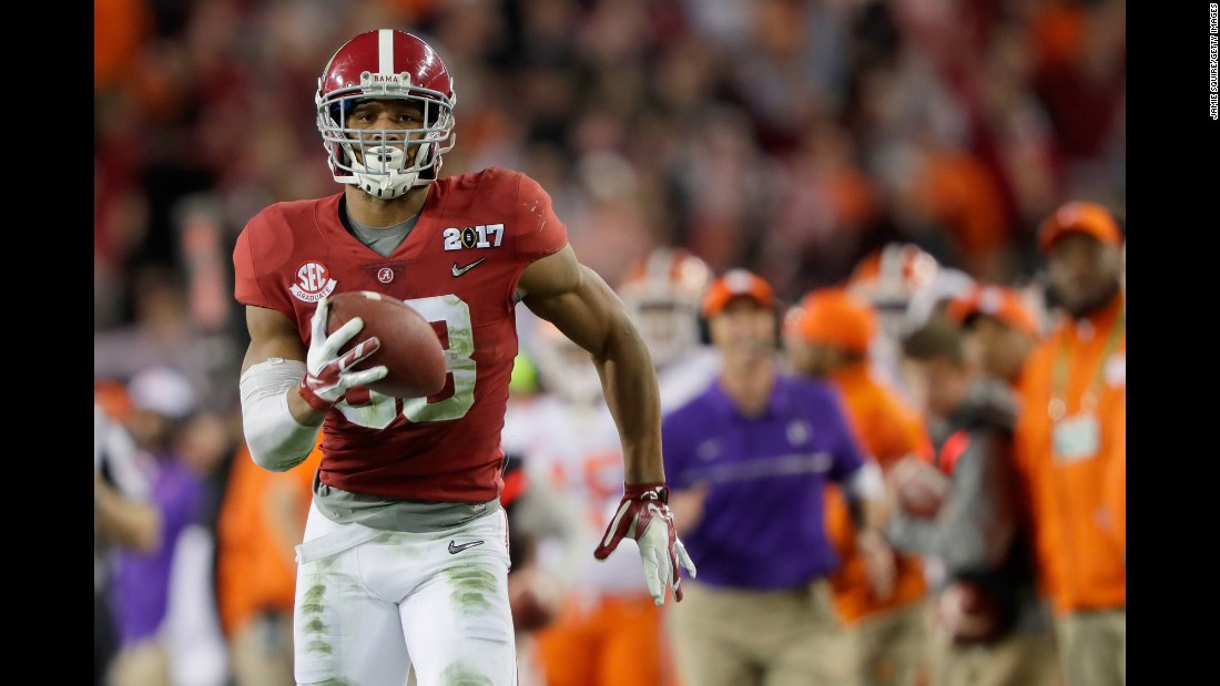 Alabama tight end O.J. Howard runs down the sideline for a touchdown after catching a third-quarter pass from Hurts. The 68-yard play helped Alabama stretch its lead to 24-14.