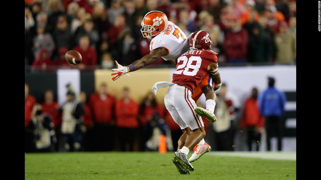 Clemson wide receiver Mike Williams is unable to make a catch in the second half.