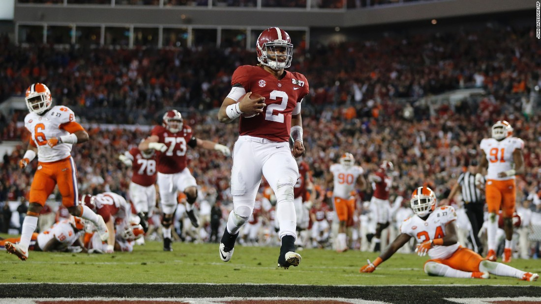 Alabama quarterback Jalen Hurts runs for a 30-yard touchdown late in the fourth quarter. Alabama led 31-28 with 2:07 remaining.