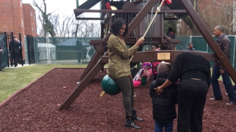 Obamas play with kids at family shelter