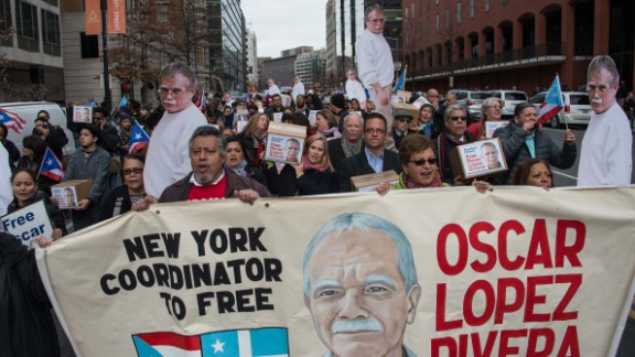 People march to demand the release of Puerto Rican nationalist Oscar Lopez Rivera near the White House in Washington, DC, on January 11, 2017. / AFP / Nicholas Kamm        (Photo credit should read NICHOLAS KAMM/AFP/Getty Images)