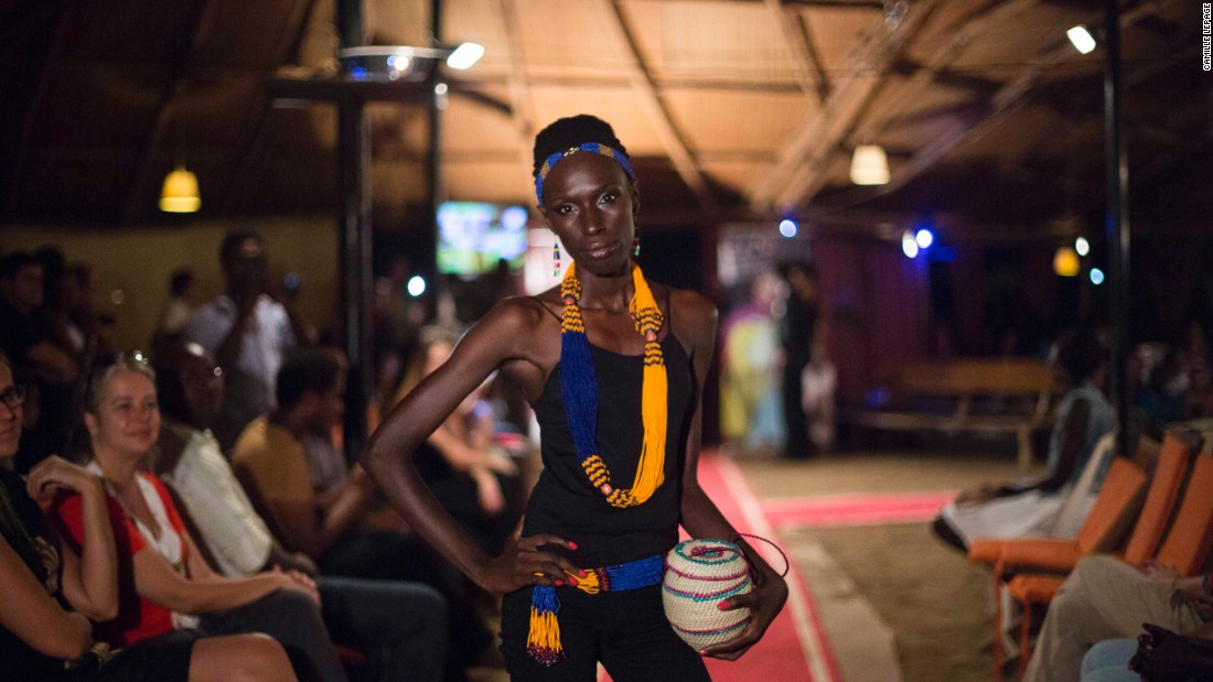Fashion shows are difficult to organize at the best of times. For designer Akuja de Garang, things are even tougher, as her show is held in the midst of ongoing conflict in South Sudan.
