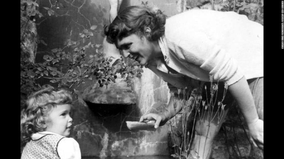 Bush with her daughter, Robin, in June 1953. Robin Bush died shortly before her fourth birthday after battling leukemia.