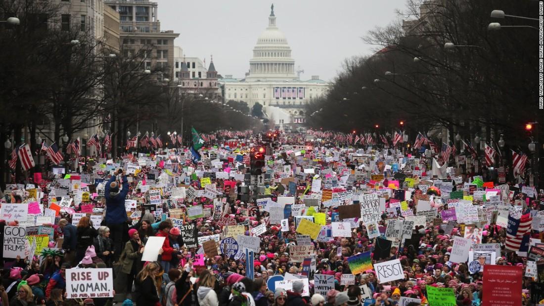 National Archives entschuldigt sich und entfernt bearbeiteten Foto 2017 Frauen im März: 'Wir haben einen Fehler gemacht'