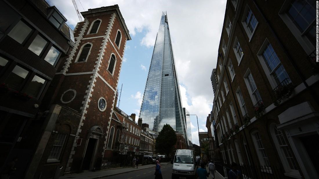 Man seen climbing London's Shard skyscraper without harness