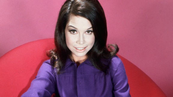 American actress Mary Tyler Moore, circa 1970. (Photo by Silver Screen Collection/Archive Photos/Getty Images)