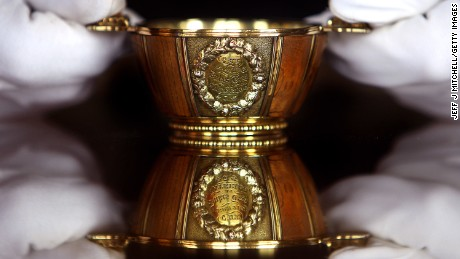 May will give Trump a quaich similar to his one: a rare piece made from silver gilt and elm wood cut from a tree at the Waterloo battlefield.