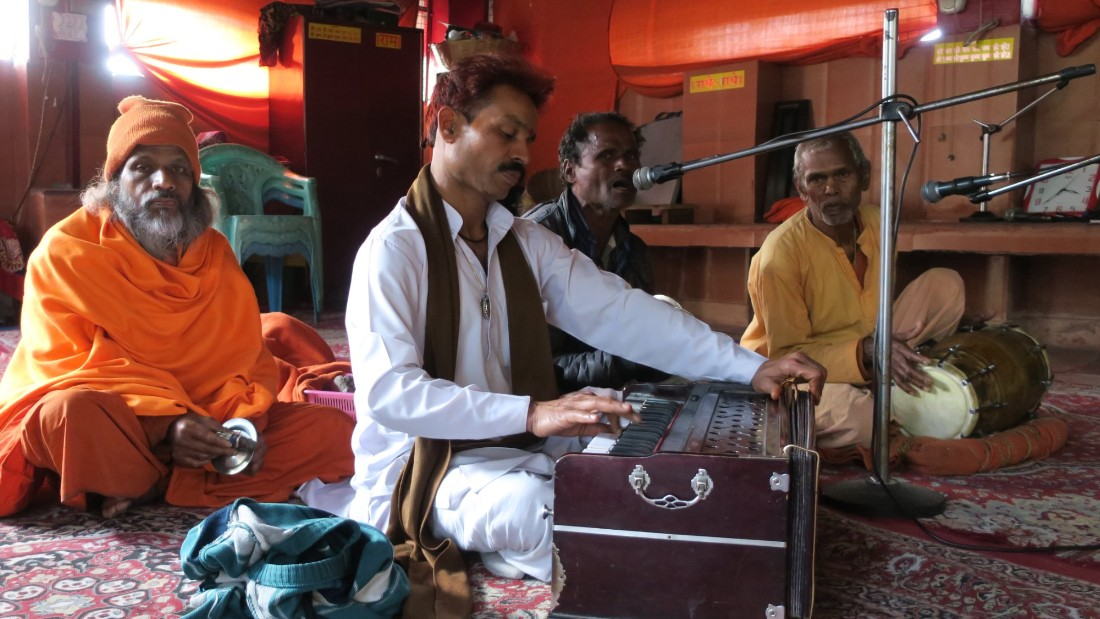 <strong>Kirtan:</strong> Kirtan players in Rishikesh chant mantras to the gods that last for hours, often playing to no audiences. It is worthwhile sitting in on a session, and participation is usually welcomed.