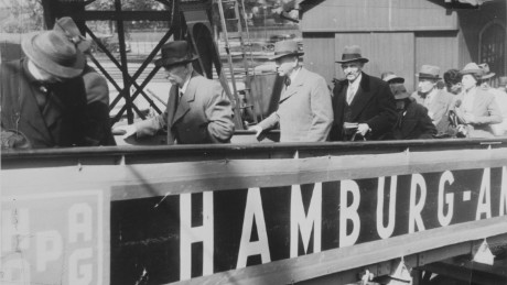 Passengers board the SS St. Louis.