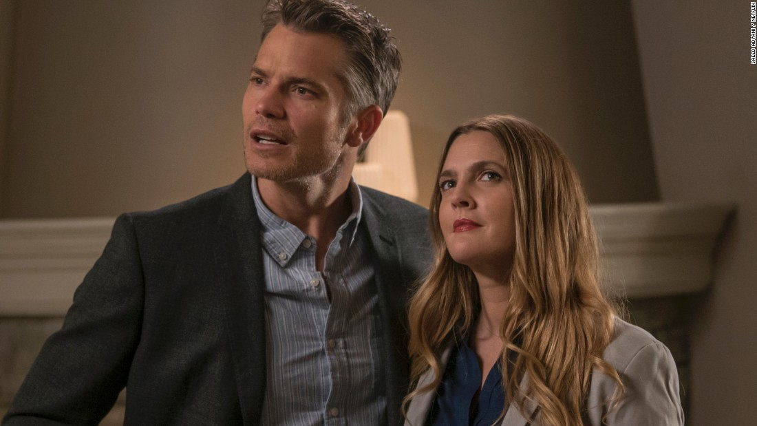"""""""Santa Clarita Diet"""" Season 3 : Life after being undead can be so stressful for a suburban couple played by Timothy Olyphant and Drew Barrymore, who must deal with the wife becoming a zombie."""