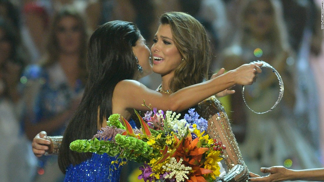Mittenaere is embraced by former Miss Universe Pia Wurtzbach of the Philippines (L) after winning the Miss Universe pageant.