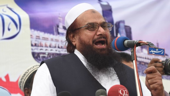 Pakistani leader of the Jamaat ud Dawa organisation Hafiz Muhammad Saeed speaks during a rally to support the government of Saudi Arabia over the situation in Yemen in Lahore on April 3, 2015. Pakistan evacuated nearly 200 of its citizens from war-torn Yemen on April 3, 2015 as Prime Minister Nawaz Sharif discussed the crisis with his counterpart in Turkey.  AFP PHOTO / Arif ALI        (Photo credit should read Arif Ali/AFP/Getty Images)