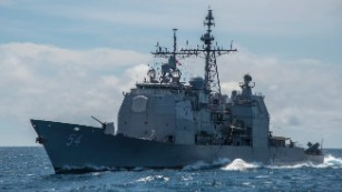 USS Antietam guided-missile cruiser runs aground, leaks oil